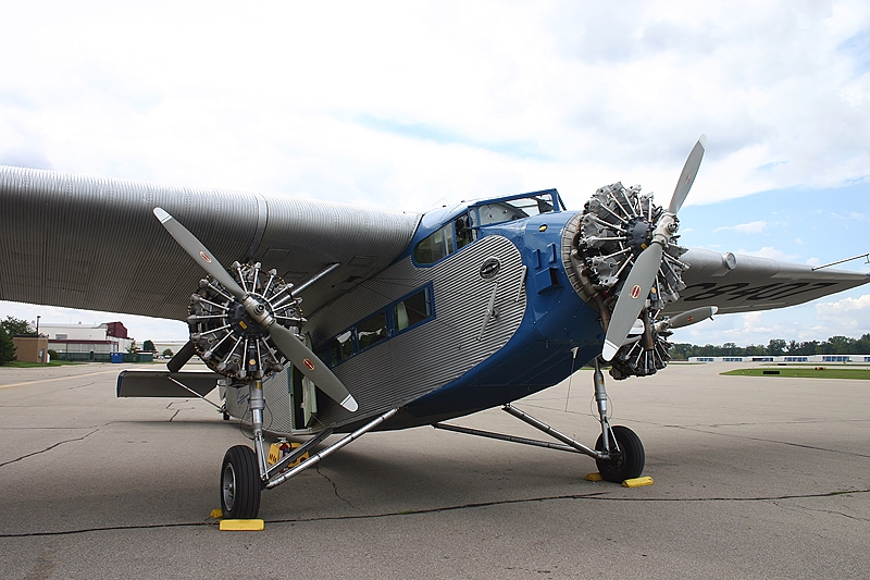 An aircraft's propeller is powered by a radial engine
